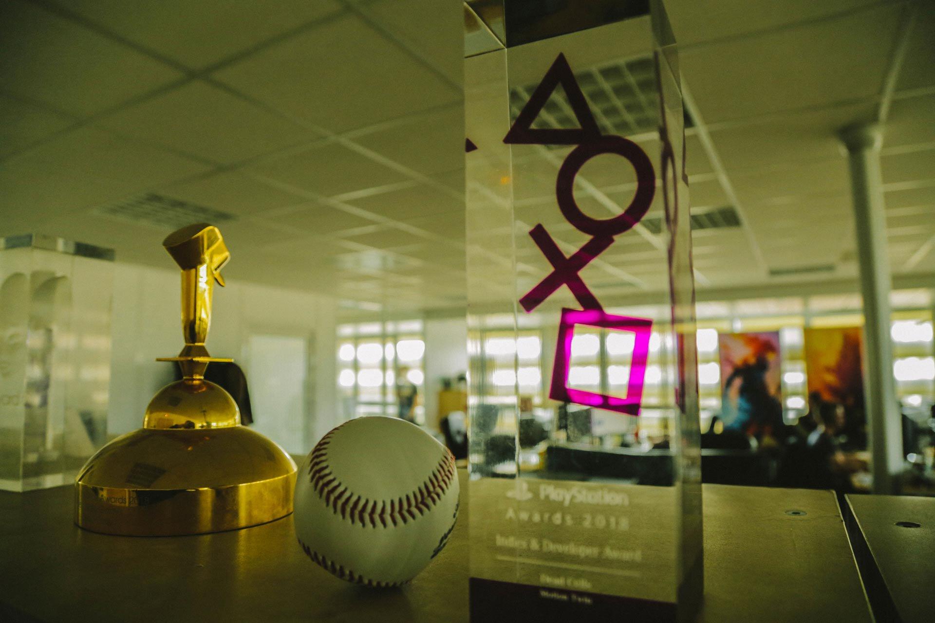 Trois trophées remportés par Motion Twin pour le jeu Dead Cells.