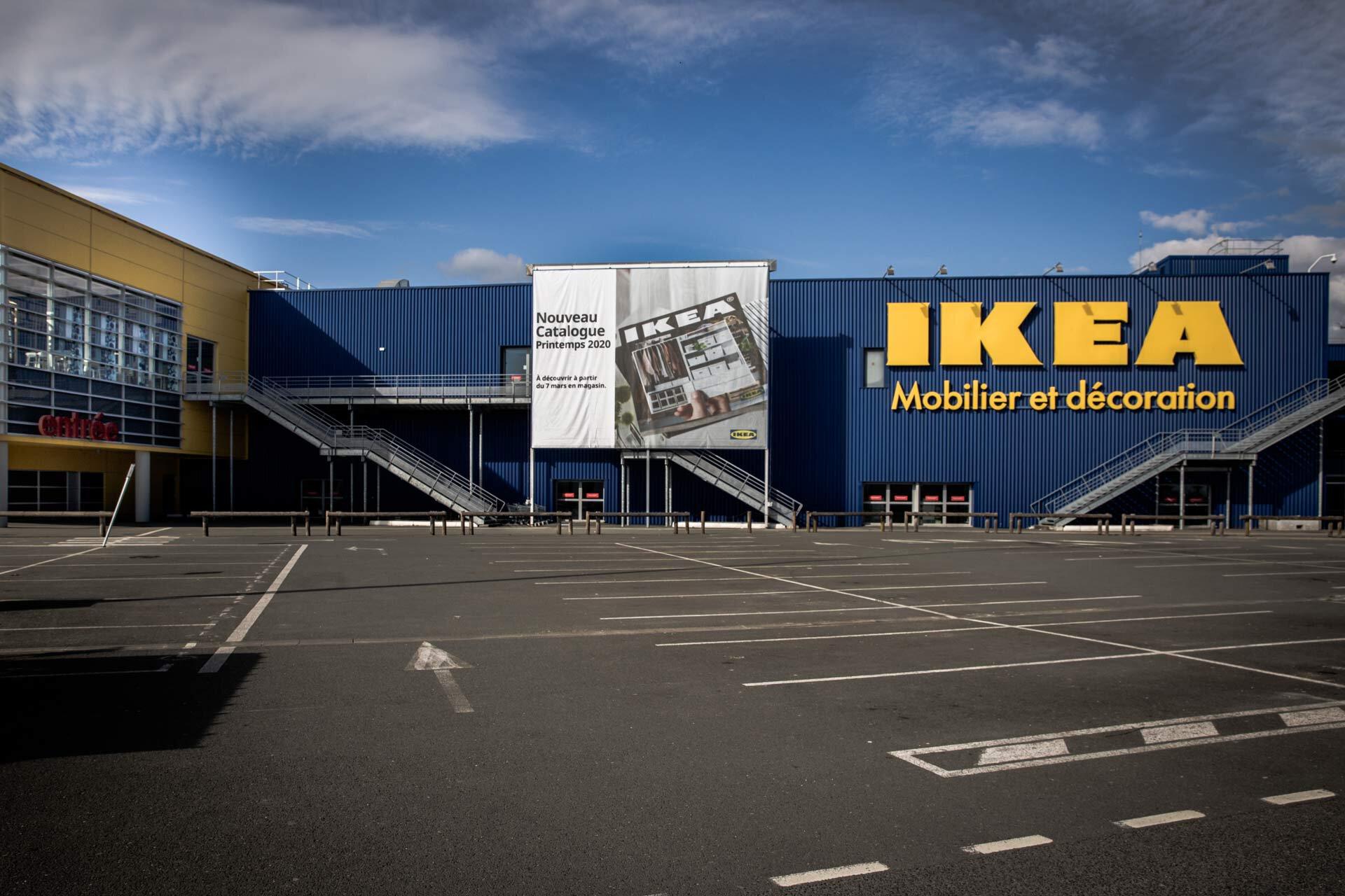 Ikea complètement désert.