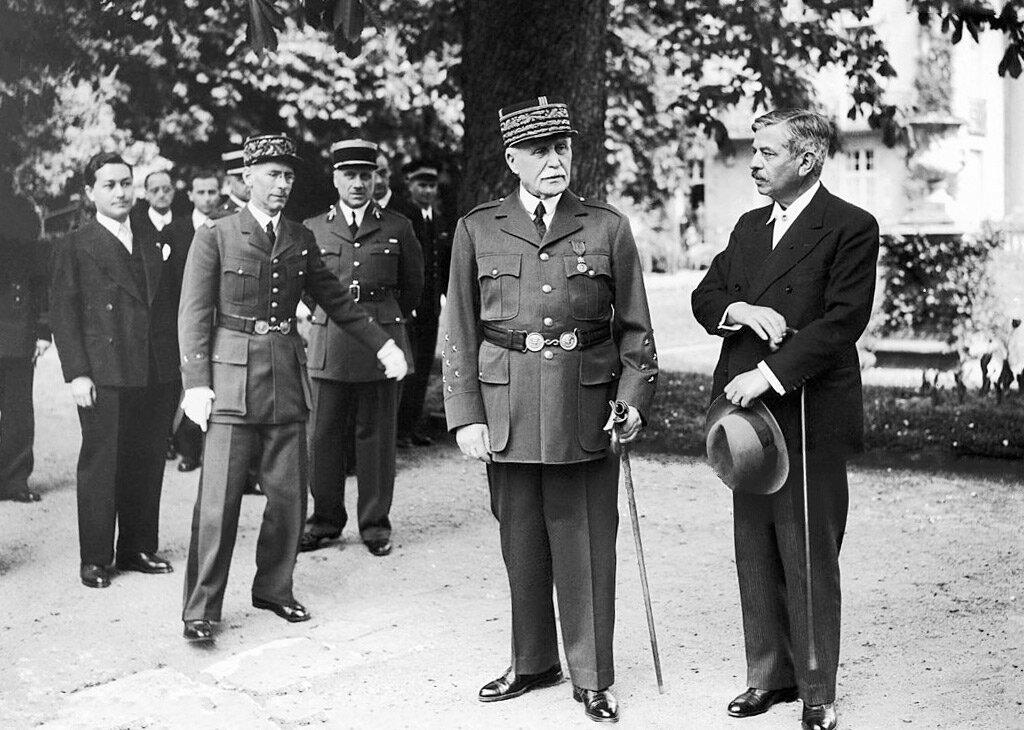 Le maréchal Pétain et Pierre Laval, à Vichy, aux alentours de 1942